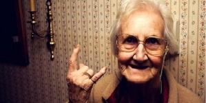 Η Σμυρνία γιαγιά αποκαλύπτει τα μαγικά της ροφήματα κατά του κρυολογήματος..