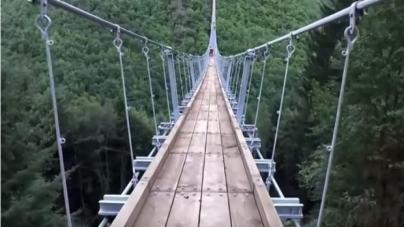 Kρεμαστή γέφυρα στη Γερμανία προκαλεί ίλιγγο!