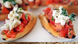 Μπροσκέτες με τυρί και ντομάτα