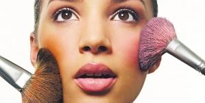 Ρουζ: Το μαγικό εργαλείο του μακιγιάζ