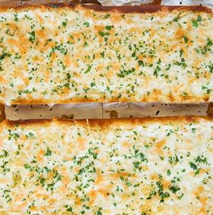 Ζεστό σκορδόψωμο με τυρί..
