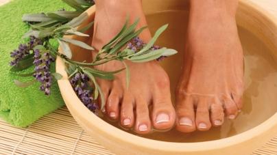 Ζέστανε τα πόδια σου με το πιο χαλαρωτικό ποδόλουτρο που μπορείς να φτιάξεις με 2 υλικά