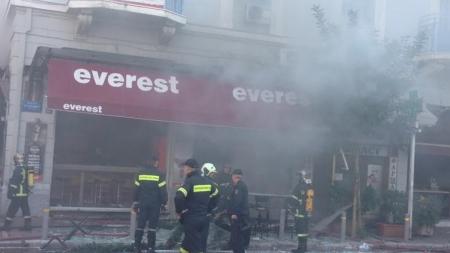 Νεκρή μια γυναίκα από ισχυρή έκρηξη στην Αθήνα