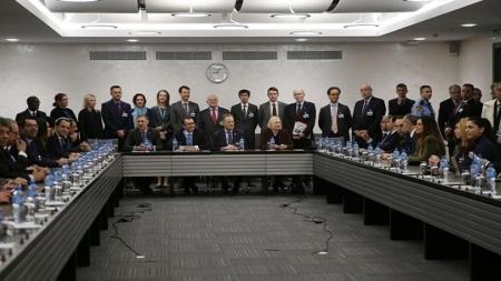 Γενεύη: Συζήτηση με επίκεντρο το έγγραφο με τα 24 σημεία
