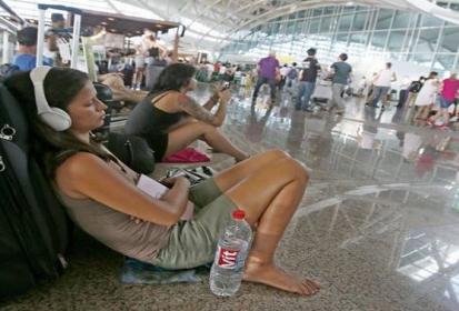 Εκατοντάδες τουρίστες βρέθηκαν αποκλεισμένοι στο Μπαλί