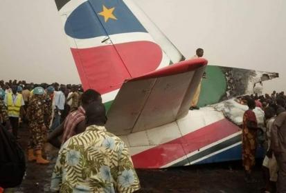Αεροπλάνο με 44 επιβαίνοντες συνετρίβη στο Νότιο Σουδάν Κατάφεραν να απεγκλωβίσουν 9 άτομα τα οποία τραυματίστηκαν και μεταφέρθηκαν στο νοσοκομείο.