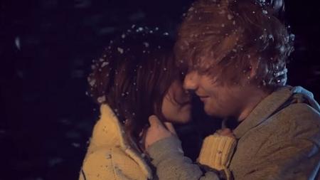 Ed Sheeran: Το πανέμορφο video clip του «Perfect» συνεπαίρνει