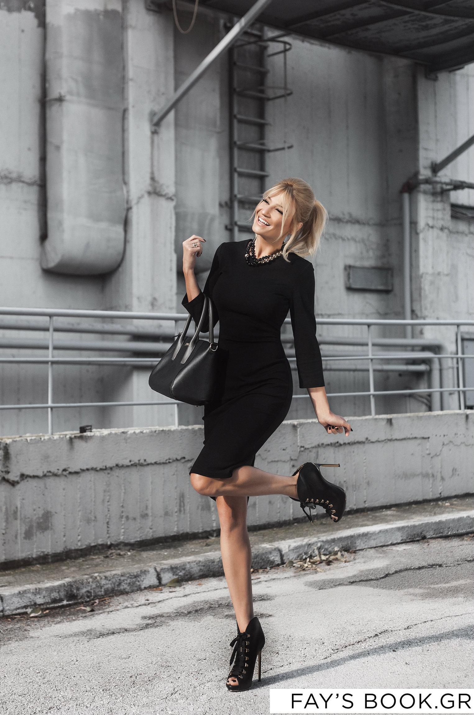 5+1 εμφανίσεις με total black look από την Φαίη Σκορδά !