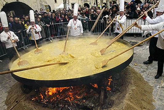 Τα 10 πιο παράξενα έθιμα του Πάσχα σε όλο τον κόσμο!