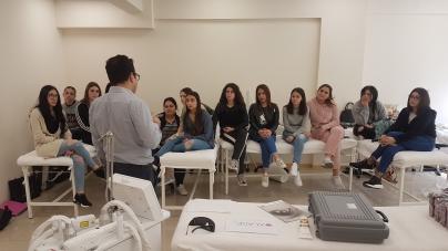 Παρουσίαση Εφαρμογής Laser στις φοιτήτριες Αισθητικής του KES College από το Δερματολόγο Δρ. Χρίστο Παλλούρα