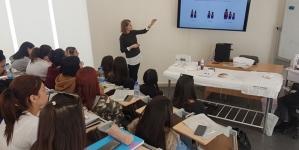 Παρουσίαση εξειδικευμένης θεραπείας περιποίησης προσώπου  από την IAS Beauty Suppliers στις φοιτήτριες Αισθητικής του KES College