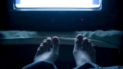 Υπάρχουν πολλοί λόγοι για να μην κοιμάσαι με ανοιχτή τη τηλεόραση