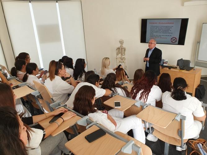 Παρουσίαση εξειδικευμένων θεραπειών Αισθητικής από την εταιρεία IMPOPHAR TRADING HOUSE LTD στις φοιτήτριες Αισθητικής του KES College