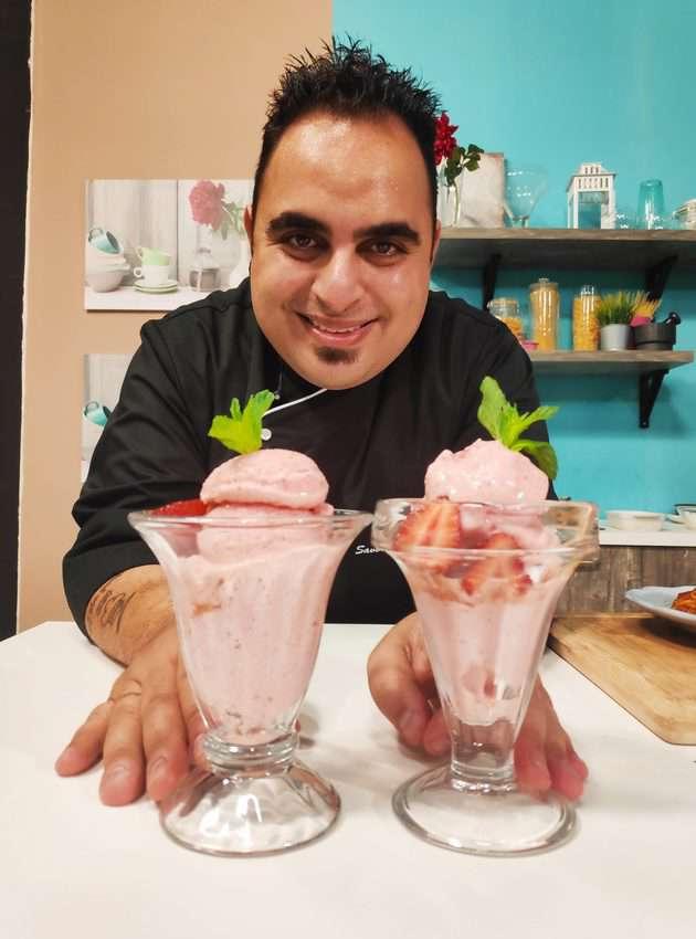 Σπιτικό Παγωτό Γιαούρτι με Φράουλες