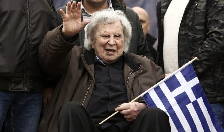 Μίκης Θεοδωράκης: Από σήμερα μέχρι την Τετάρτη παραδίδεται στην αγκαλιά των Ελλήνων